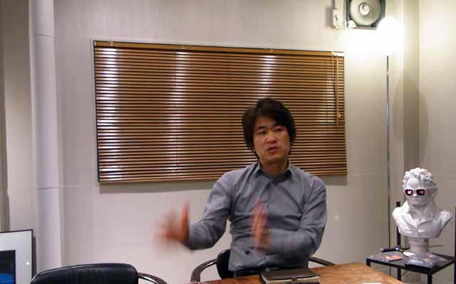 クリエイティブディレクターとして、全体の会場構成などを手がける間宮吉彦氏。