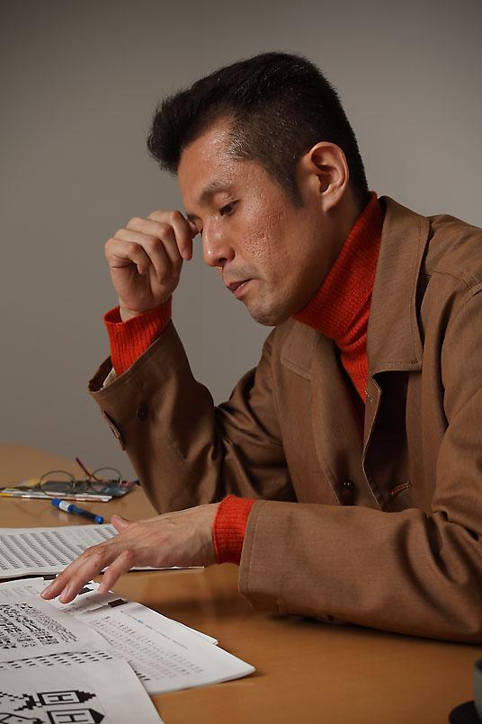 鈴木 功/1967年名古屋生まれ。YAG亀島美術研究所を経て、91年愛知県立芸術大学デザイン科卒業。93年から2000年まで、タイプデザイナーとしてアドビ システムズ株式会社に勤務。2001年にタイププロジェクトを設立し、オリジナルフォントの開発などに従事する。