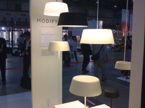 海外からの来場者にも好評を博していた、パナソニック電工の照明「モディファイ」シリーズより。深澤直人さんによるデザインです。