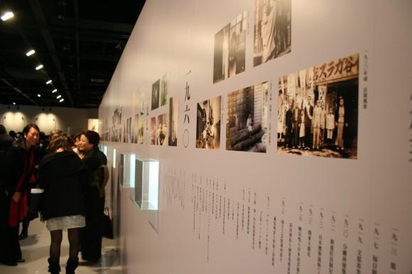 三保谷硝子店の技術革新の歩みを、デザイン史と併せて振り返るコーナーも。「ガラスがいつかアクリルを真似する時代が来る」と語った、倉俣史朗氏の遺した作品も展示。