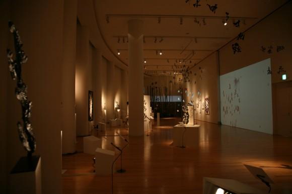 書家・紫舟氏の展覧会「龍馬のことば」展が開催中 会場ではwowの手がけた映像作品も