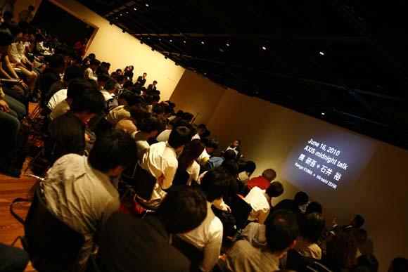 ピンポンのようなリズムで… 「隈 研吾&石井 裕 夜更けのクリエイティブ・トークセッション」終了