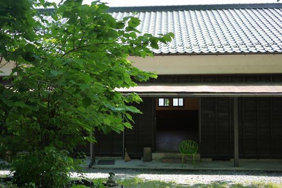 3人のインテリアスタイリスト黒田美津子、作原文子、川合将人による展覧会 「extension/store 歩いていた…
