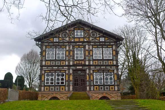 ドイツ版ガウディ!? ドイツ西部の街レムゴーにある「ユンカーハウス」は芸術と建築の融合