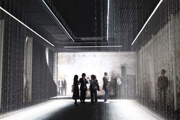 ミラノサローネ2011 レポート 1 /東芝 「Luce Tempo Luogo <光・時・場>」