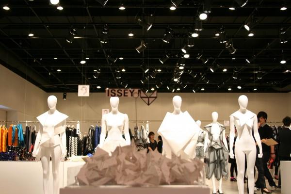 クリエイティブディレクター藤原大さん最後のコレクション 2011年秋冬ISSEY MIYAKE展示会レポート