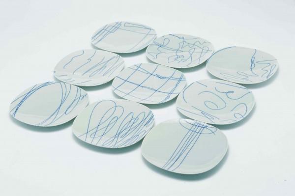 葛西 薫さんがデザインを手がけた印判平皿 「買えるブルータス UA店」で好評発売中
