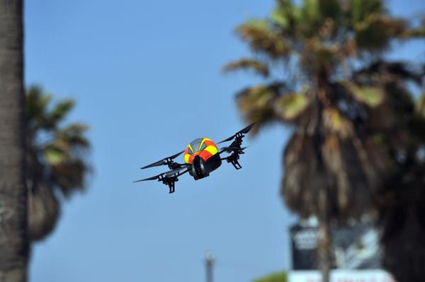 パロット社のドローン「AR.Drone」を実際に体験できる! ラゾーナ川崎にてイベントが開催