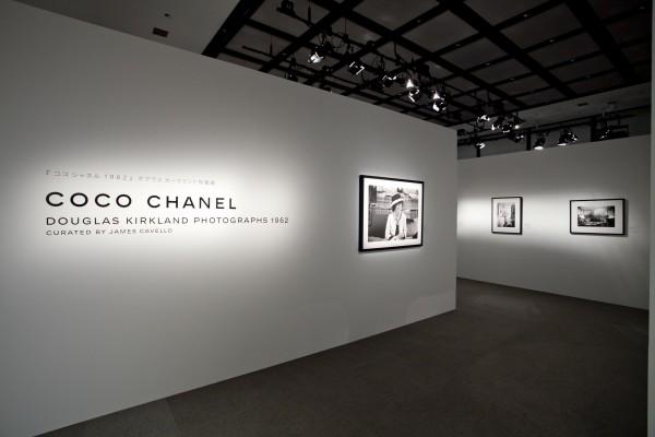 ダグラス・カークランドによるココ・シャネルの写真展が、東京・銀座にて開催中