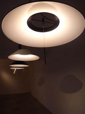 照明メーカーのマックスレイが 山中俊治さん、安積朋子さんらによる新製品を発表