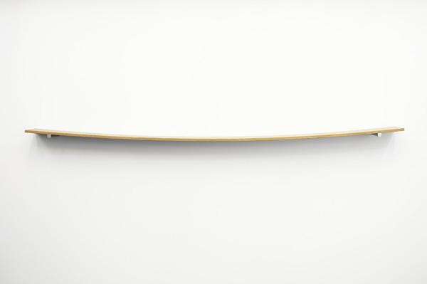 """""""荷重によるたわみ""""という自然な姿を形にした什器「Shelf, 2009」"""