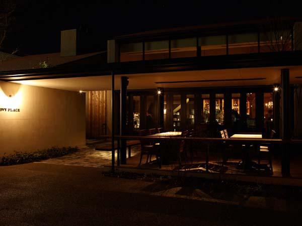 東京・代官山 T-SITE内のレストラン「IVY PLACE」の心地よい灯り