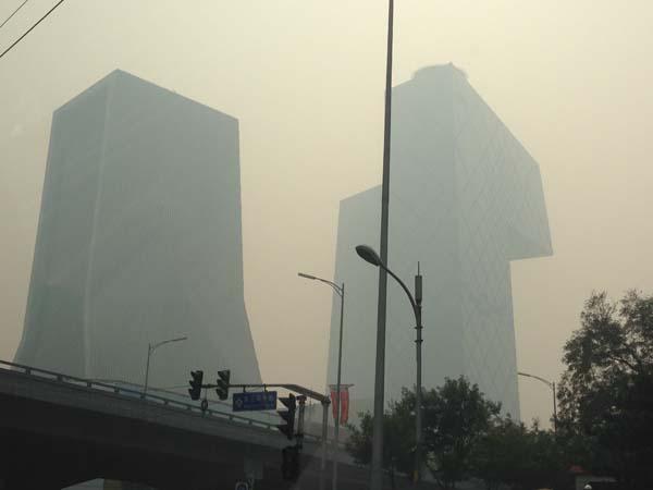 PM2.5に怯えつつも降り立った北京 現地から照明事情のレポートです
