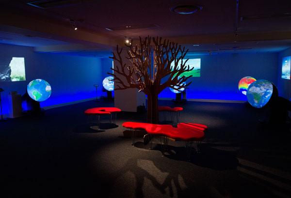"""""""地球目線""""で未来を考える実験空間「触れる地球ミュージアム」が東京・丸の内にオープン"""