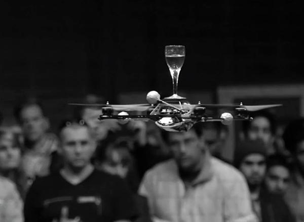 AXIS174号より、特集「ロボットデザインの未来動向」