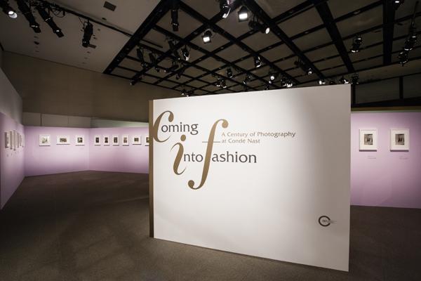 「Coming into Fashion コンデナスト社のファッション写真でみる100年」