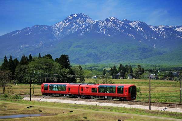 観光列車「えちごトキめきリゾート 雪月花」