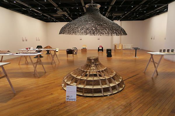 構造材としての漆の可能性を紹介する展覧会「構造乾漆」展