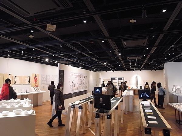 武蔵野美術大学 視覚伝達デザイン学科 2016年度卒業制作選抜展 「shide CONTACT 2017」