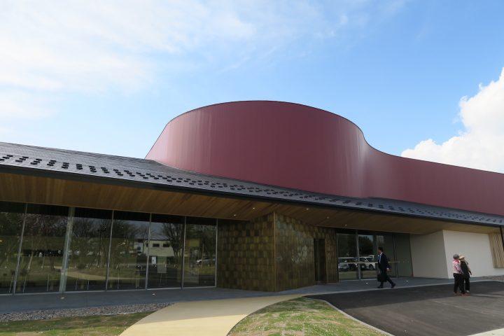 富山の鋳物メーカー「能作」の新社屋が完成 ものづくりの現場と地域観光をひとつ屋根の下に