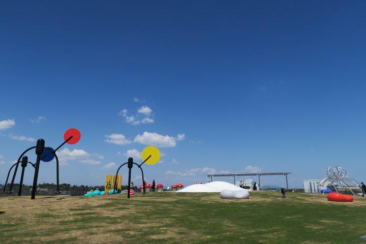 生まれ変わった富山県美術館。「オノマトペの屋上」は感性を豊かにする遊び場