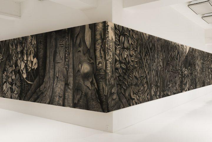 佐藤直樹個展「秘境の東京、そこで生えている」。完成を想定しない、スリリングなアートと音楽をレポート!