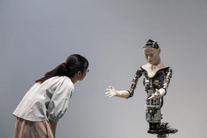 機械むき出しの「オルタ」が生きているように見えるとしたら、何がそうさせるのか。