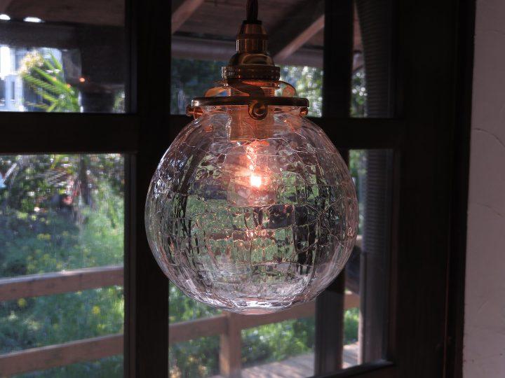 自分らしさは環境のなかで見つけた。ガラス作家・安土草多さんを訪ねて【後編】