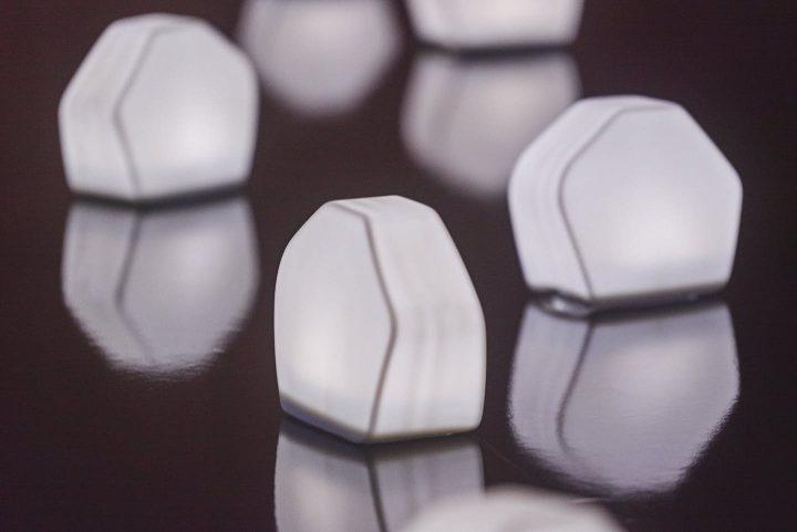 15周年を迎えたアッシュコンセプト。安積朋子のソーラーランプとトラフ建築設計事務所のミラーを発売
