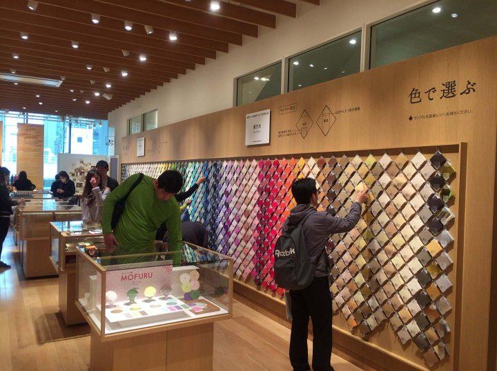 銀座・伊東屋 買う場所から過ごす場所へ、 心地よい環境づくりを支えるAXISフォント