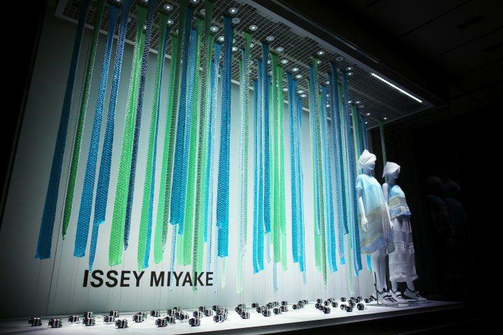 we+が手がけたISSEY MIYAKE2018年春夏コレクションの ウィンドウインスタレーション 松屋銀座にて公開中 2…