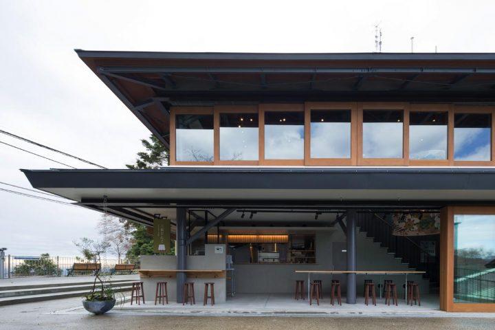 高尾山に新たな売店施設「高尾山スミカ」がオープン 設計は成瀬・猪熊建築設計事務所