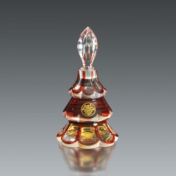 「ヴィンテージ香水瓶と現代のタピスリー さまざまなデザイン」展が開催 ユニークでデザイン性に富んだ香…