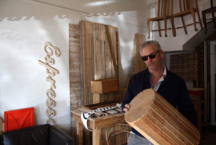 オーストラリア・カールトンで出会った、古材だけで家具やアートを生み出すアーティスト
