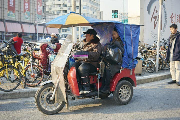 なぜ、今、上海で? トゥクトゥクの逆襲に見る、昔に戻る柔軟さ