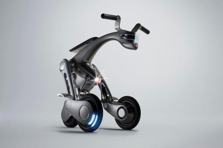 千葉工業大学・未来ロボット技術研究センターと山中俊治氏が 搭乗型・知能ロボット「CanguRo」を企画・開発
