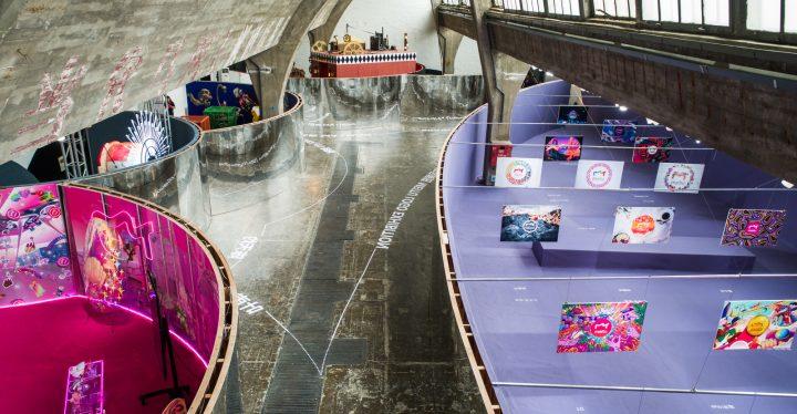 OMAのデザイン研究機関AMOが中国で初めて展覧会のデザインを担当 北京の798芸術区で2018年8月14日(火)ま…