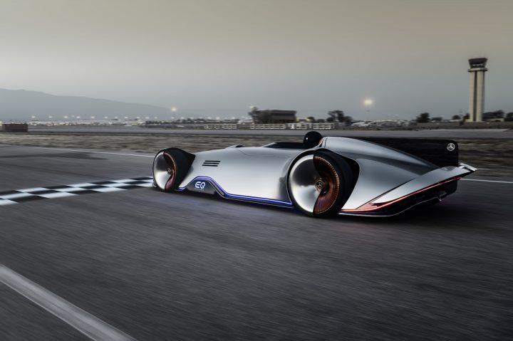 メルセデス・ベンツがEVコンセプトカー「Vision EQ Silver Arrow」発表 伝説のレーシングカー「W125」がモ…