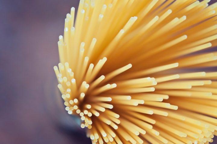 MITの数学者が長年の謎だった 「乾燥したスパゲッティを真っ二つに折る方法」を解明
