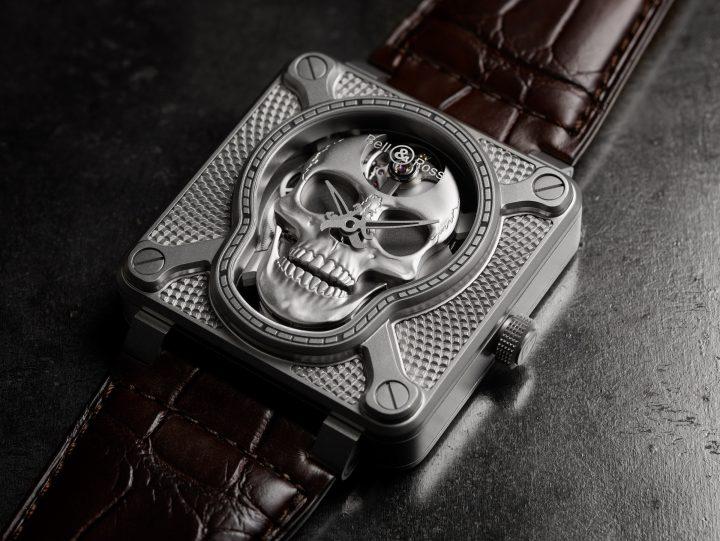 Bell & Rossの動く骸骨時計「BR 01 ラッフィング スカル」 ダイヤモンドを散りばめた新モデルが登場