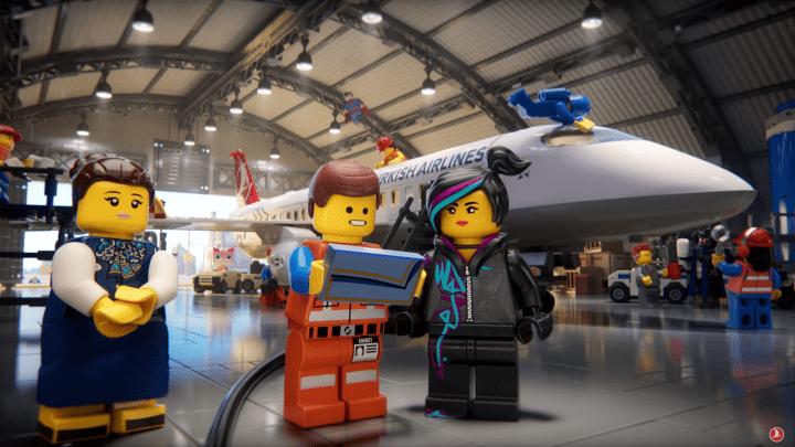 ターキッシュ エアラインズがワーナー・ブラザーズ、LEGOとコラボ ミニフィギュアを使った新しい機内安全…