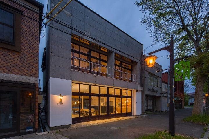 一白水成で知られる秋田の福禄寿酒造が運営する地域拠点 「下タ町醸し室 HIKOBE(ひこべえ)」