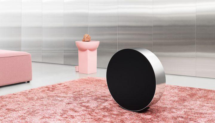 「Bang & Olufsen」から家庭用ワイヤレススピーカー 円形デザインの「Beosound Edge」が登場