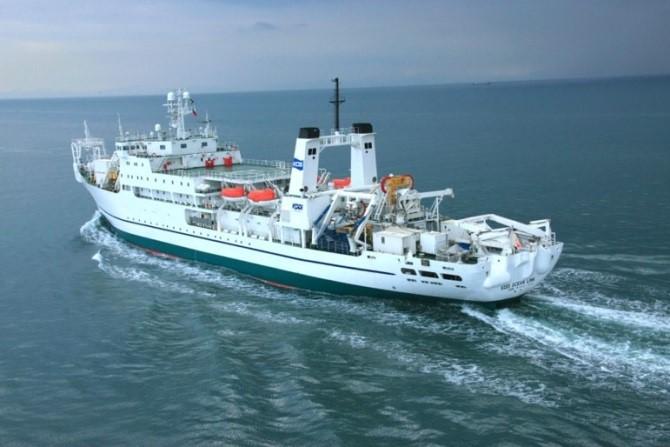KDDIが北海道胆振東部地震を支援 日本初の「船舶型基地局」の運用を開始