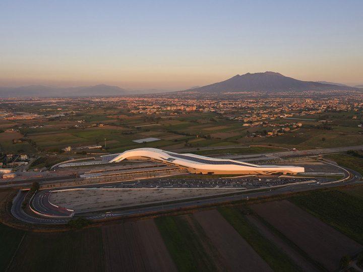 ザハ・ハディドが遺したナポリ・アフラゴーラ高速鉄道駅 旅行とデザインを融合させるプロジェクト