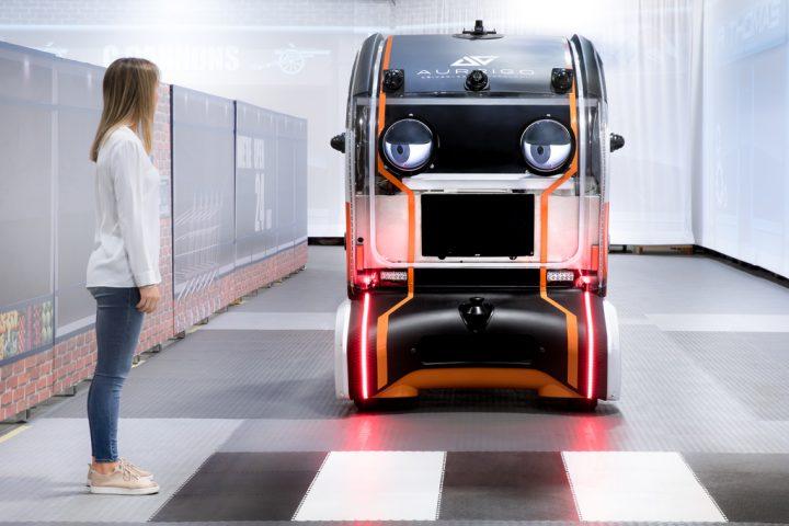 ジャガーが研究する自走車の安全性向上プロジェクト 「intelligent pod」は歩行者との信頼関係を築けるか?