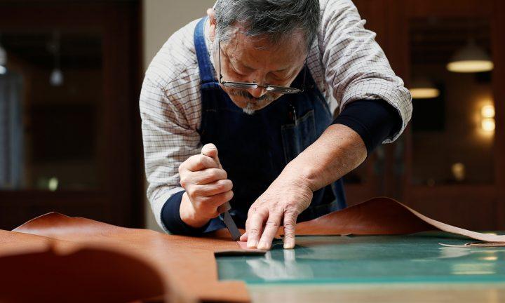 土屋鞄製造所と気仙沼ニッティングの共同企画が始動 ものづくりの魅力を伝えるWebコンテンツを公開