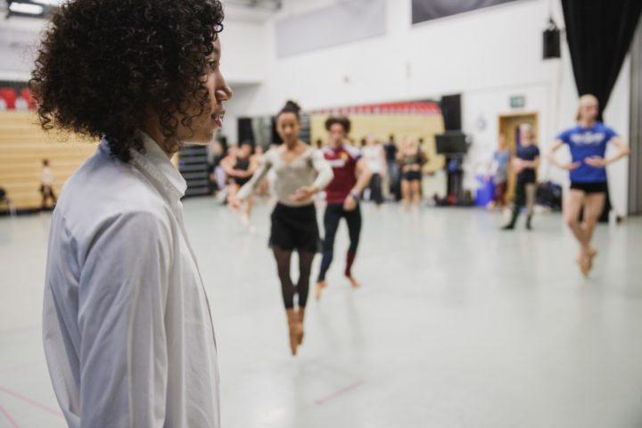 バーバリー財団が新たな学校プログラムを開始 芸術体験が若者の生活に与えるポジティブな影響を検証