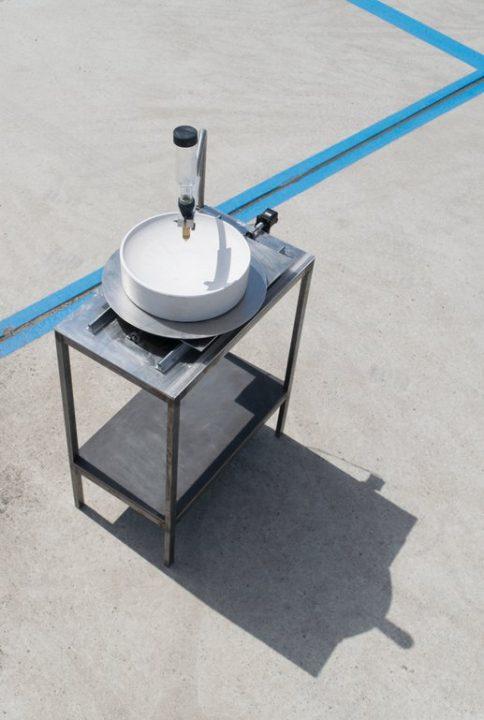 デザインユニット Studio Joachim-Morineauの新プロジェクト「Moca」 ドリップマシンから液体を陶器に滴ら…