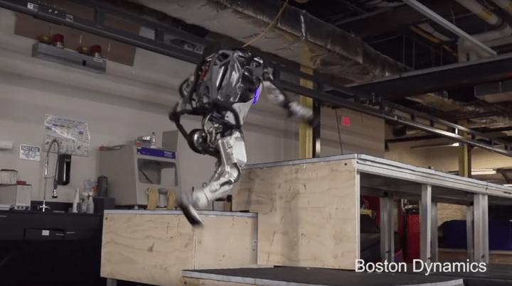 ボストン・ダイナミクスが開発中のヒューマノイドロボット「Atlas」 軽やかなステップを刻む最新動画が公開